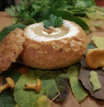 Zupa krem z kurek w bułce